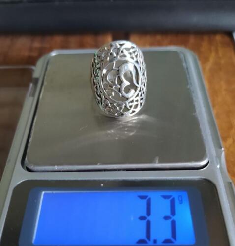 แหวนเงินแท้ ฉลุลาย โอมราคาพิเศษ 330 บาท ค่าส่งเคอรี่ 50 บาทไซส์ 52วัสดุ : 925 Sterling Silver เงินแท้มาตรฐานสากลน้ำหนักโดยประมาณ : 3.3 กรัม