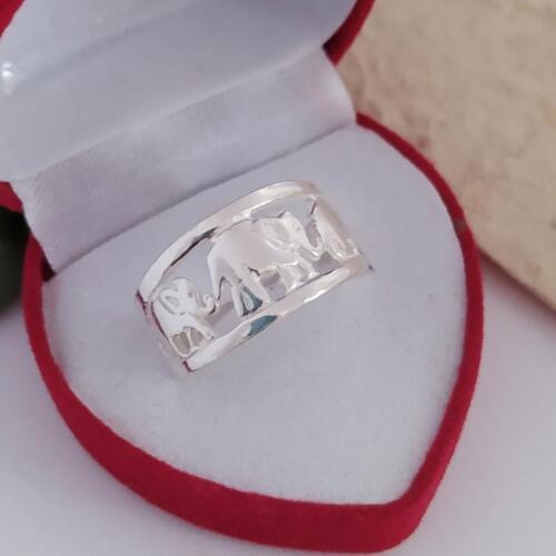 แหวนเงินแท้ ลายข้างฉลุ 10 มม.ราคาพิเศษ 300 บาทไซส์ 52-56-58วัสดุ : 925 Sterling Silver เงินแท้มาตรฐานสากลน้ำหนักโดยประมาณ : 4.2 กรัม