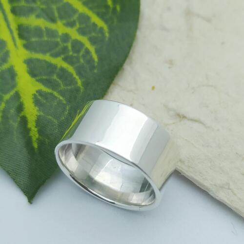 แหวนเงินแท้ แหวนเกลี้ยง หน้าแบน 10 มม.ราคาพิเศษ 420 บาทไซส์ 57-60-65-68วัสดุ : 925 Sterling Silver เงินแท้มาตรฐานสากลน้ำหนักโดยประมาณ : 7 กรัมรูปแบบ ลวดลาย : แหวนเกลี้ยง หน้าเรียบขนาดของหน้าแหวน : 10 มม.